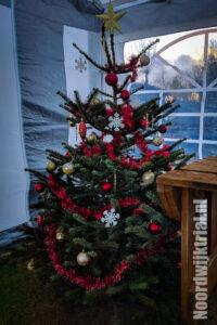 De kerstboom in de tent